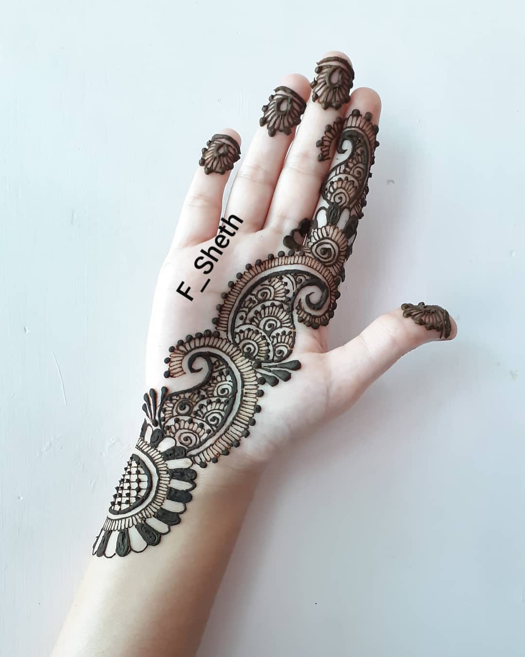 Latest Arabic Mehndi Design For Front Hand K4 Fashion