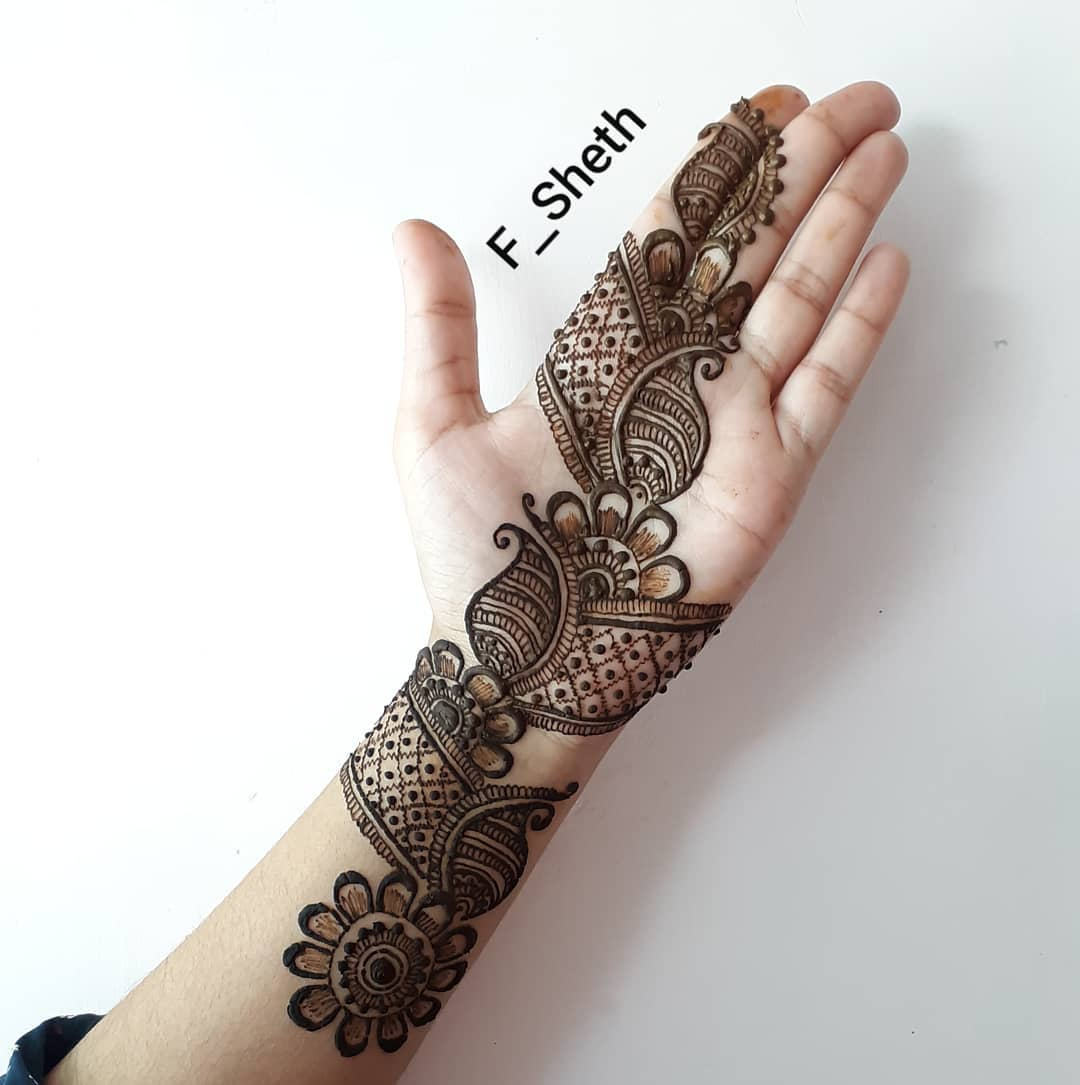 Grid and Paisley design: Latest Arabic Mehndi Design for Front Hand