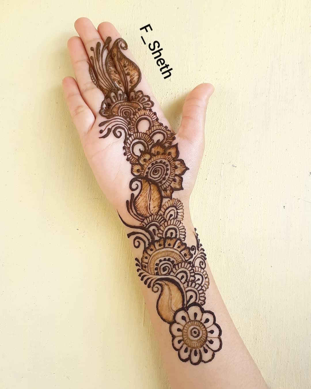 Bold flower mehendi design: Latest Arabic Mehndi Design for Front Hand