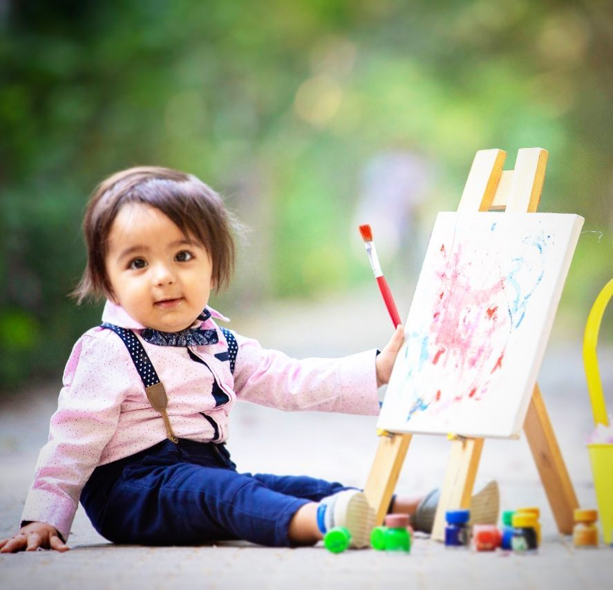 Wanting to be a painter: Child photography poses ideas for memorable photoshoot