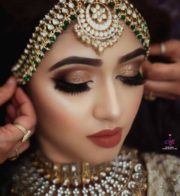 beautiful simple bridal look jewellery makeup bangles necklace gold mehndi nath eye