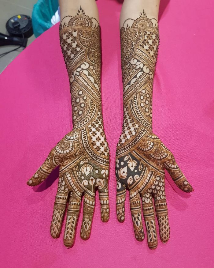 Unique and trendy bridal mehndi design for hands Bridal Front Hand Mehndi Designs from Shainaaz Mehendi