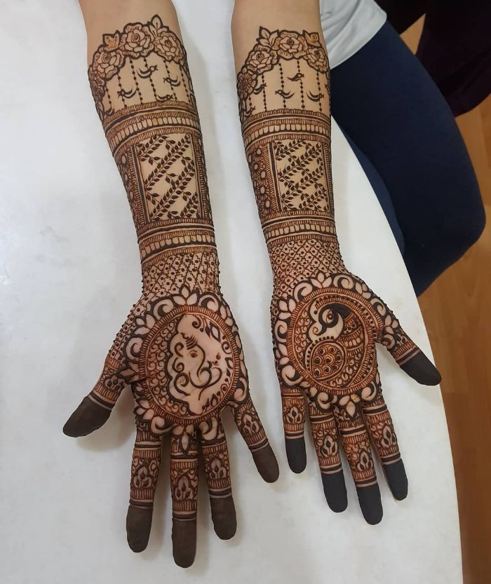 Beautifully designed bridal mehndi design for hands Bridal Front Hand Mehndi Designs from Shainaaz Mehendi