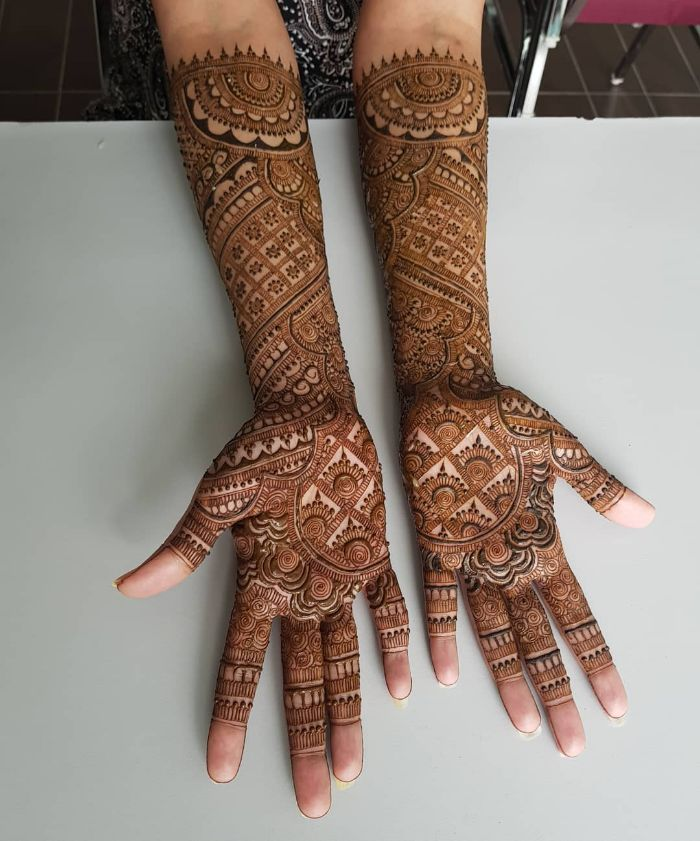 Beautiful bridal mehndi design for hands Bridal Front Hand Mehndi Designs from Shainaaz Mehendi
