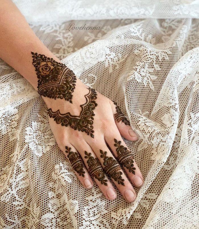 Beautiful designermehndi designs for back hand for bride Mehndi Designs for Back Hand from Farah Saye