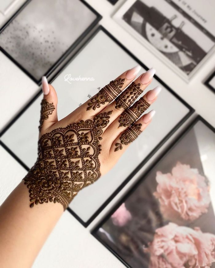 Beautiful mehndi designs for back hand for bride Mehndi Designs for Back Hand from Farah Saye