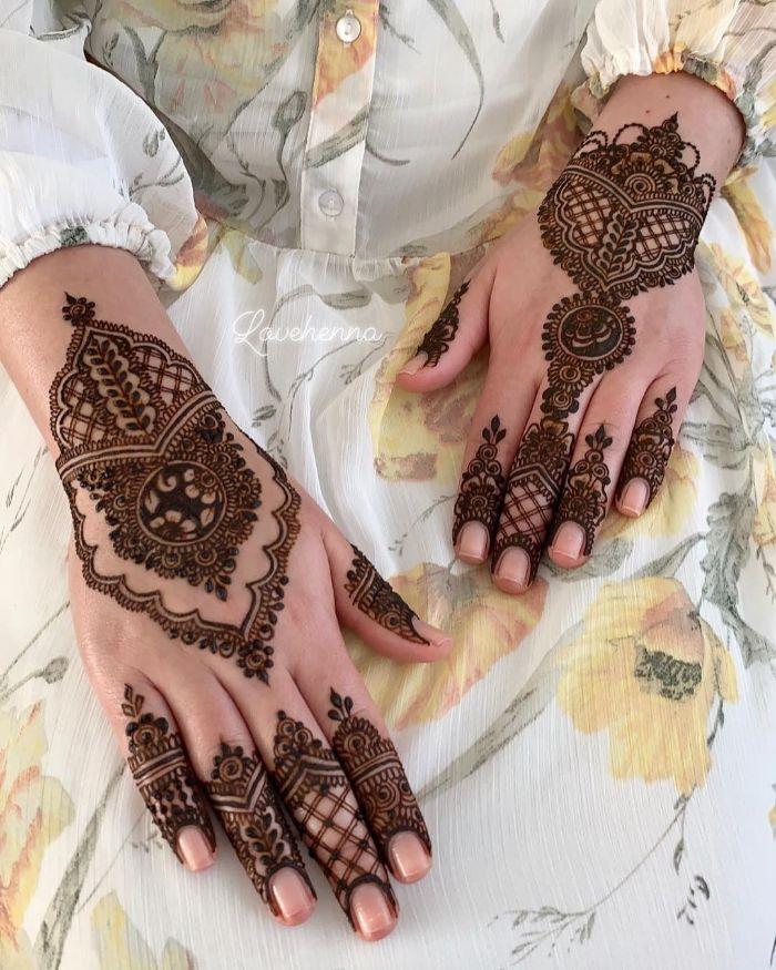 Motif basedmehndi designs for back hand for bride Mehndi Designs for Back Hand from Farah Saye