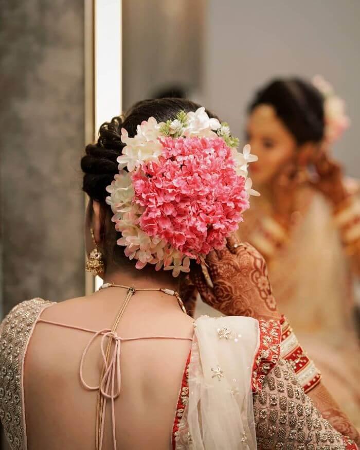 The heavy small flower bridal hairdo