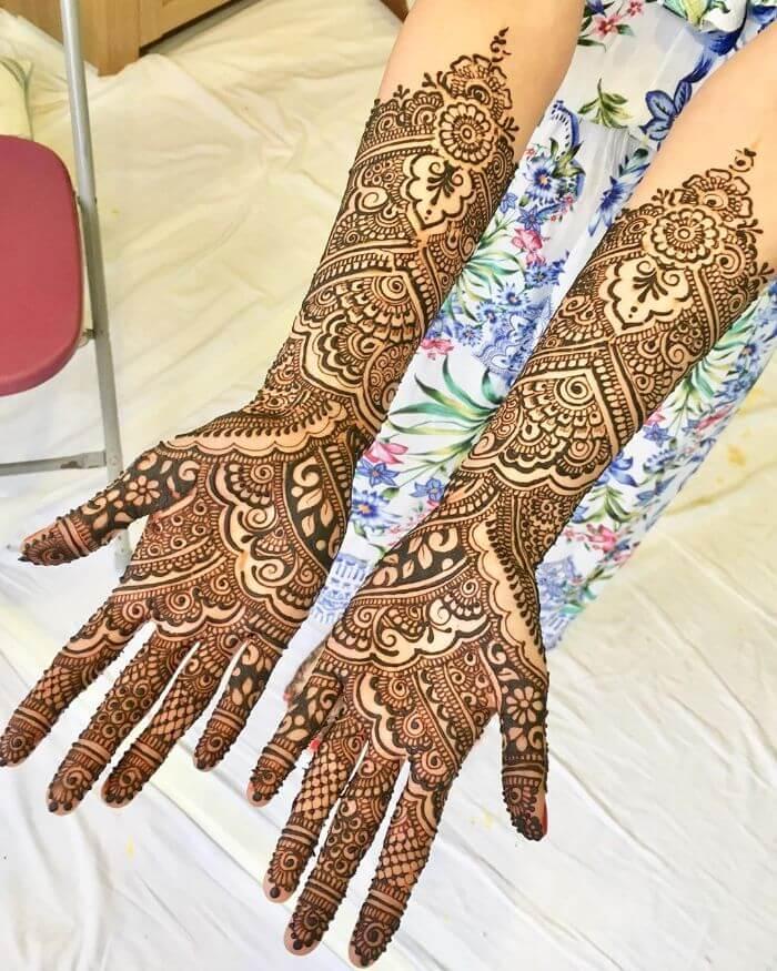 Fuller bridal mehndi design for front hand