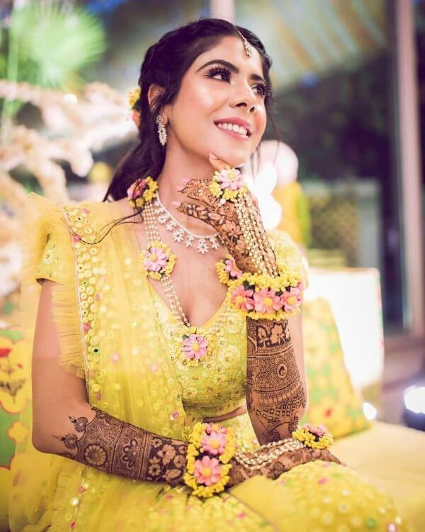 Bright & Colorful natural bridal flower hathful for wedding ceremonies like haldi & Mehndi