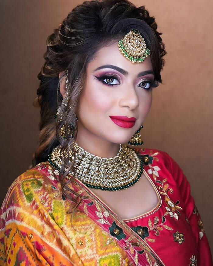 he bright and gold Makeup look for bride's sisters and bhabhi Indian Wedding Makeup Looks for Bride's Sister