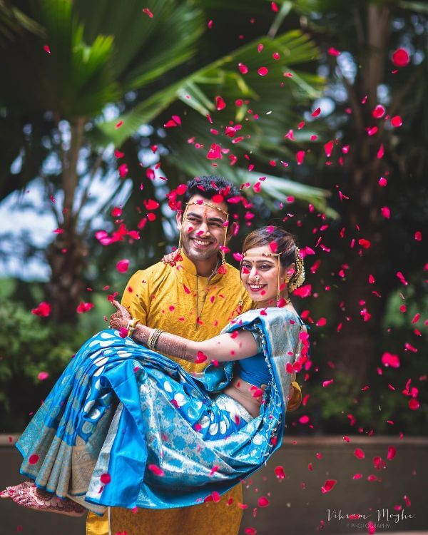 The bright blue saree look for marathi brides Marathi Bridal Look in Traditional Saree