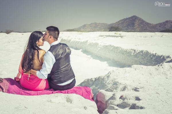snow Unique Pre-Wedding Photoshoot Ideas