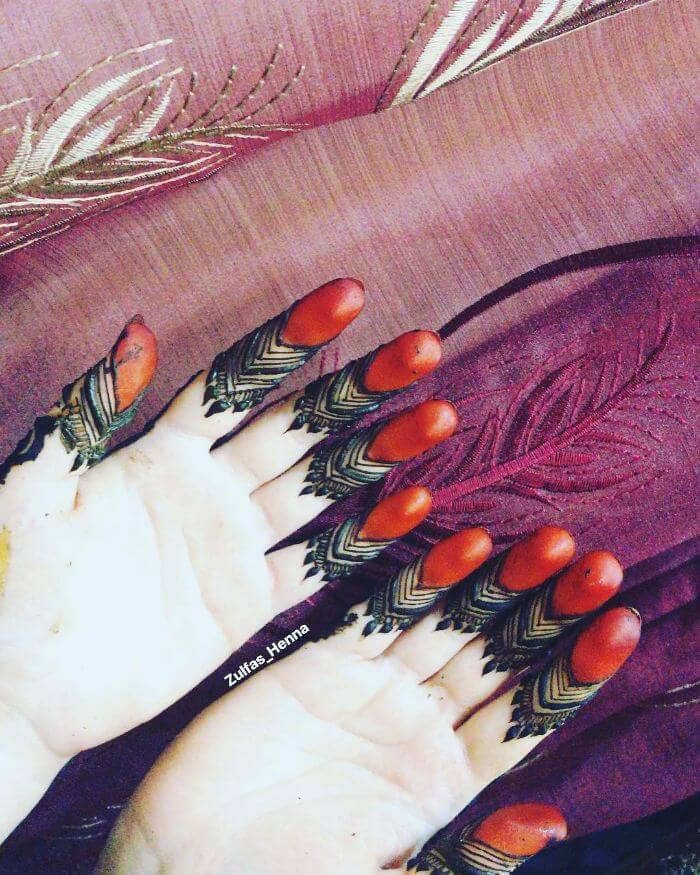 Henna laden fingerstylish mehndi Beautiful Floral Mehndi Designs for Hands