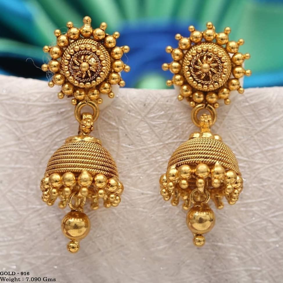 Simple Gold jhumkas for Dulhan Gold Wedding Earring Designs You will Fall in Love Instantly