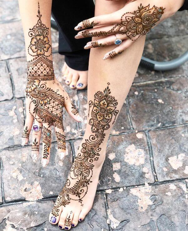 simple Matching Mehndi Art Designs for Legs