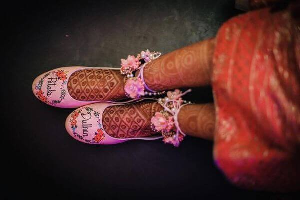 Pataka dulhan printed pink bridal shoes for indian bride - Bridal Footwear Ideas for Indian Wedding