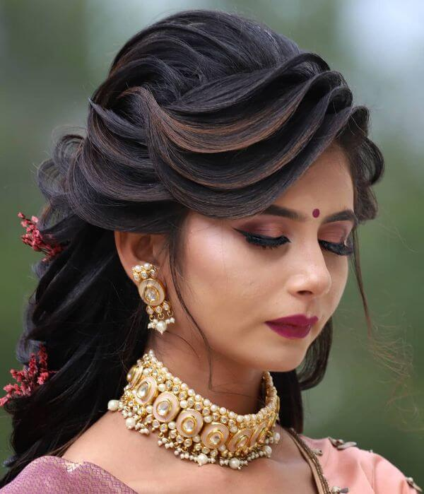Heavy and bright Indian Wedding makeup look Indian Wedding Makeup Looks for Brides & Bridesmaids