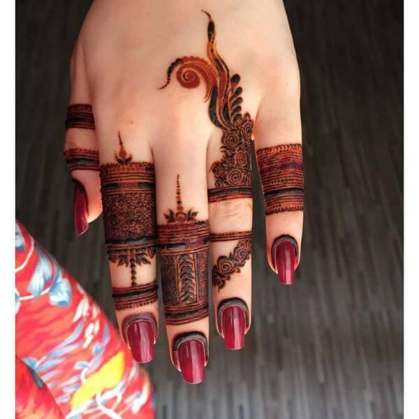 Fancy and highly trending finger Mehndi design