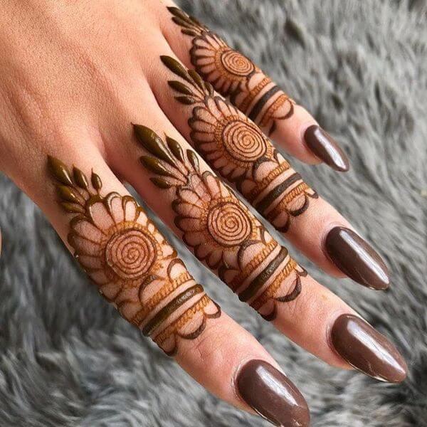 Leaf-shaped finger mehndi design