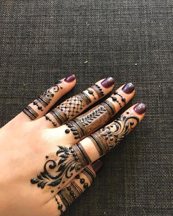 Jaali work mehndi design for finger
