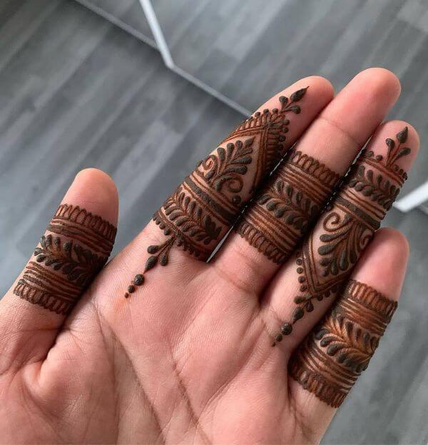 Elegant finger Mehndi design