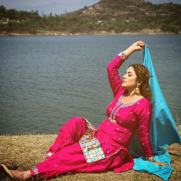 Shehnaaz Gill wearing a pink suit and blue dupatta looks beautiful for any occasion