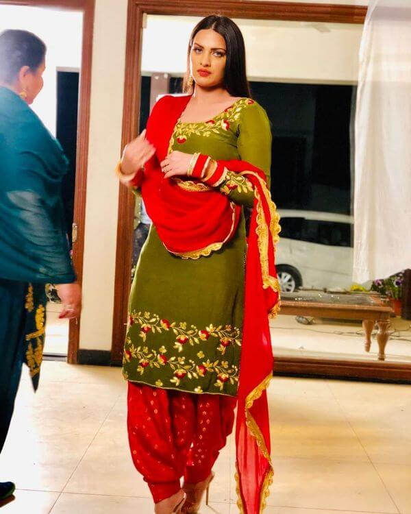Himanshi Khurana looks stunning in the red and olive colour patiala salwar