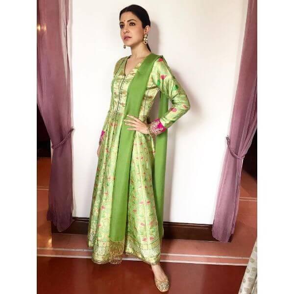 Anushka Sharma mehndi colour kurta set for festive season