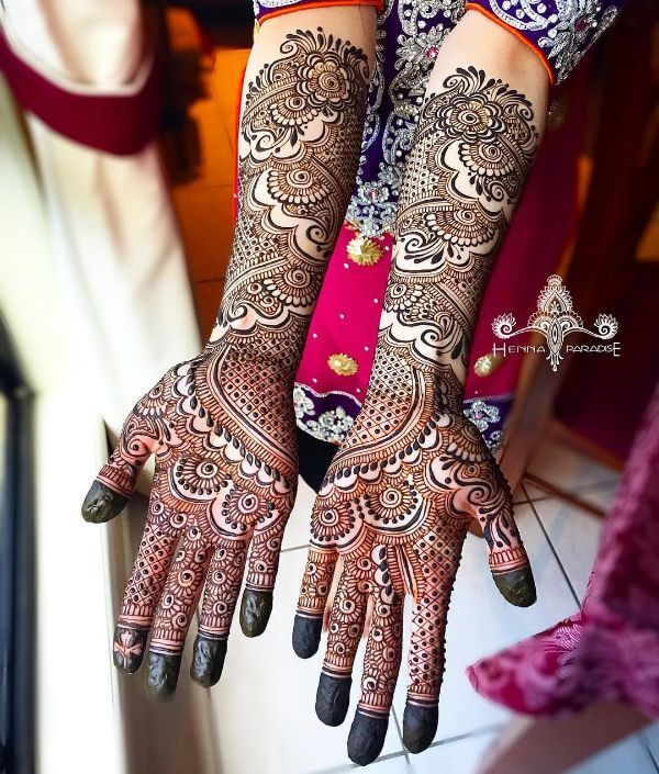 Classic bridal mehndi design for full hands