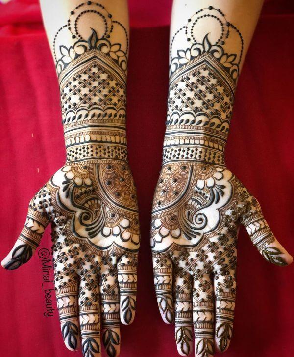 Mirror image mehndi for full hands