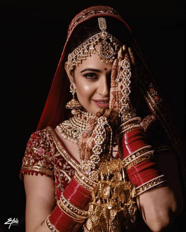 Yuvika Chaudhary chose to go for beautiful red choodas for her wedding