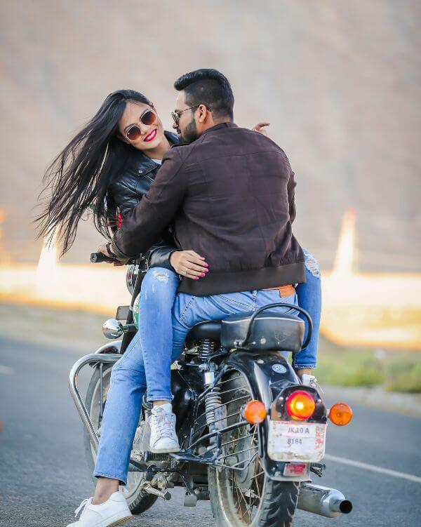 Pre-wedding shoot of the adventure lovers Winter Pre-Wedding Photoshoot Ideas with Beautiful Locations