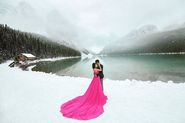 Pre-wedding shoot of the movie style Winter Pre-Wedding Photoshoot Ideas with Beautiful Locations