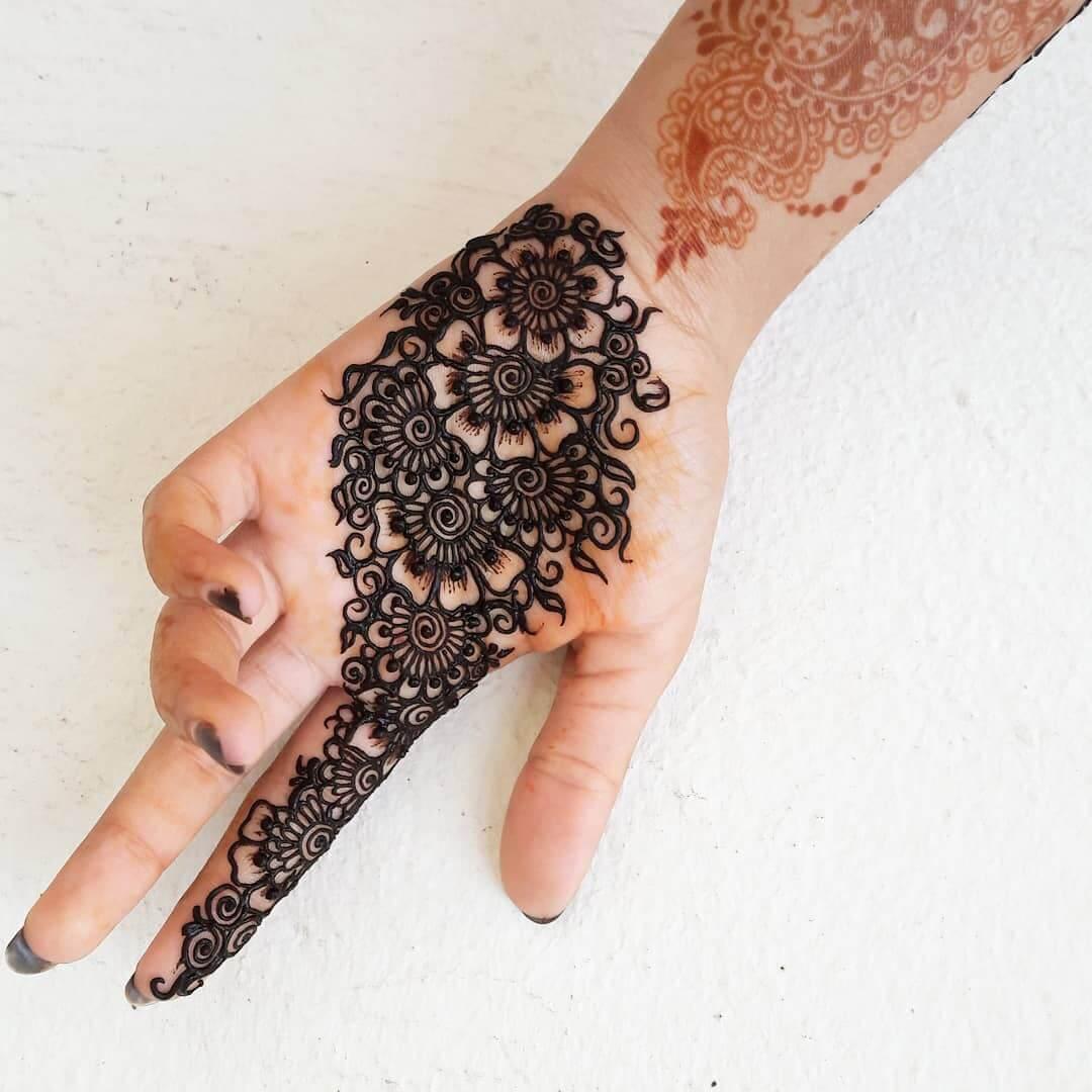 mehendi design on palm