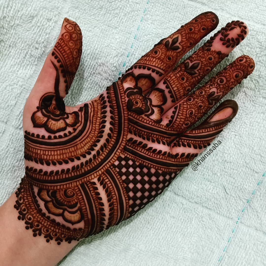 Flow of trail Mehndi designs for palm
