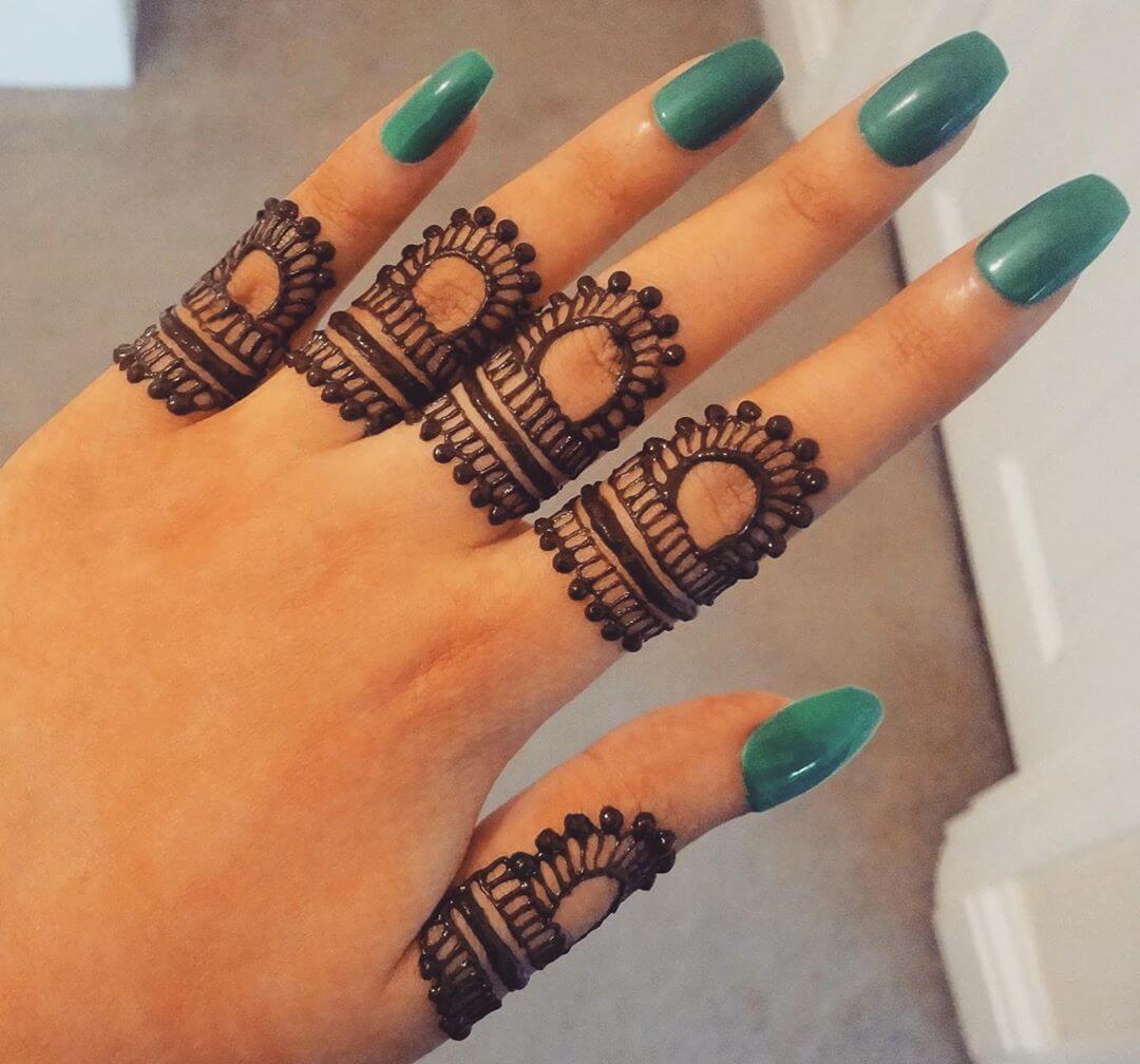 Minimal finger mehndi design