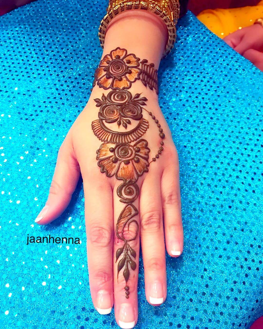 simple mehndi design back hand arabic 2020