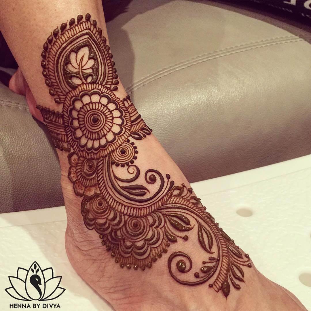 Mandala and leaf mehndi design