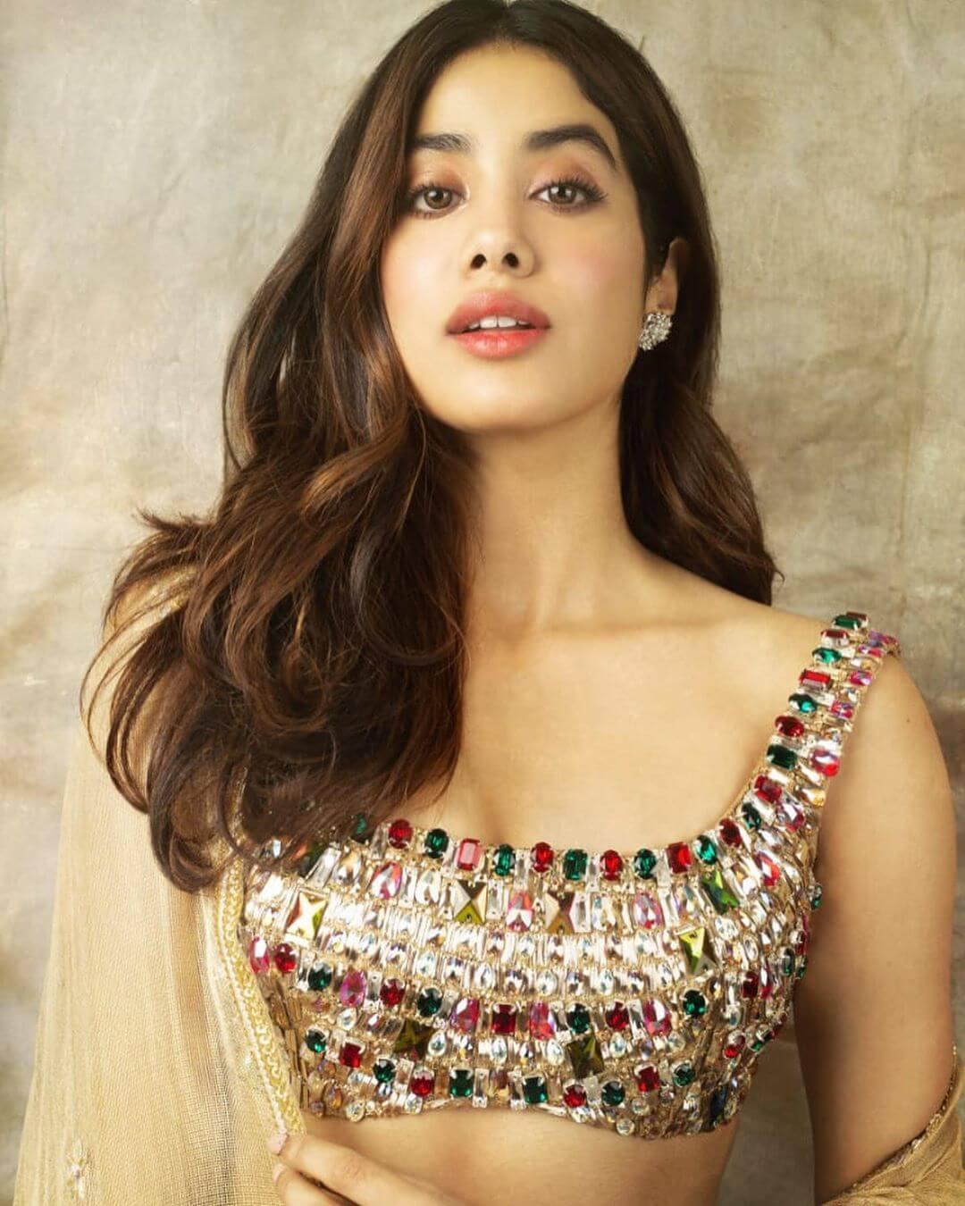 The diamond flower earringJanhvi Kapoor's earrings