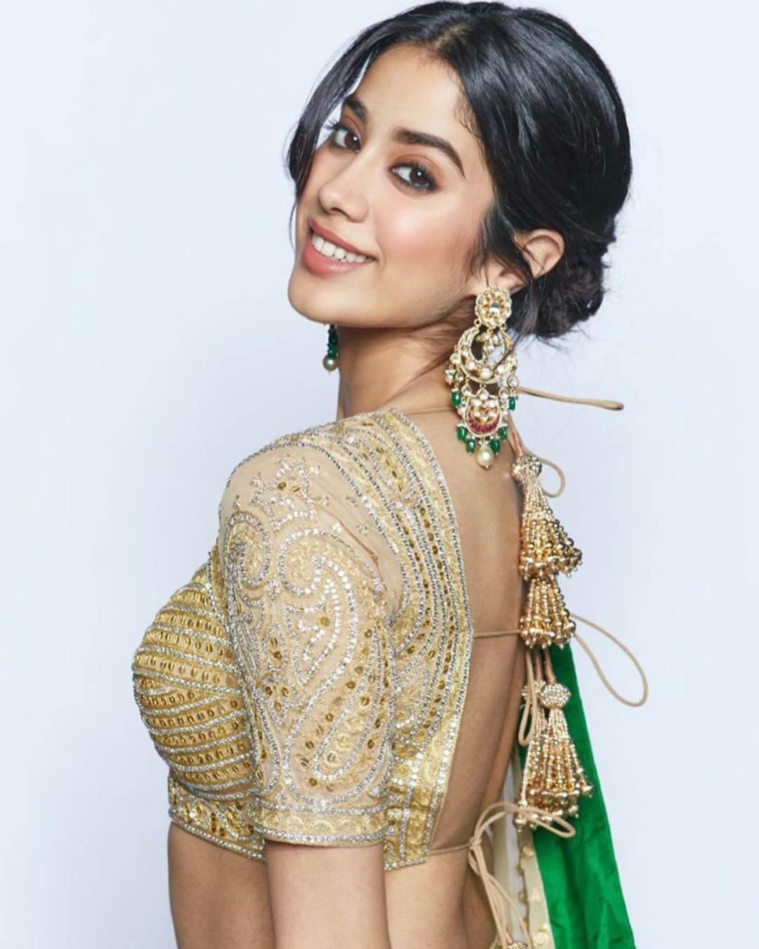 The chandelier gold and polki earrings Janhvi Kapoor's earrings