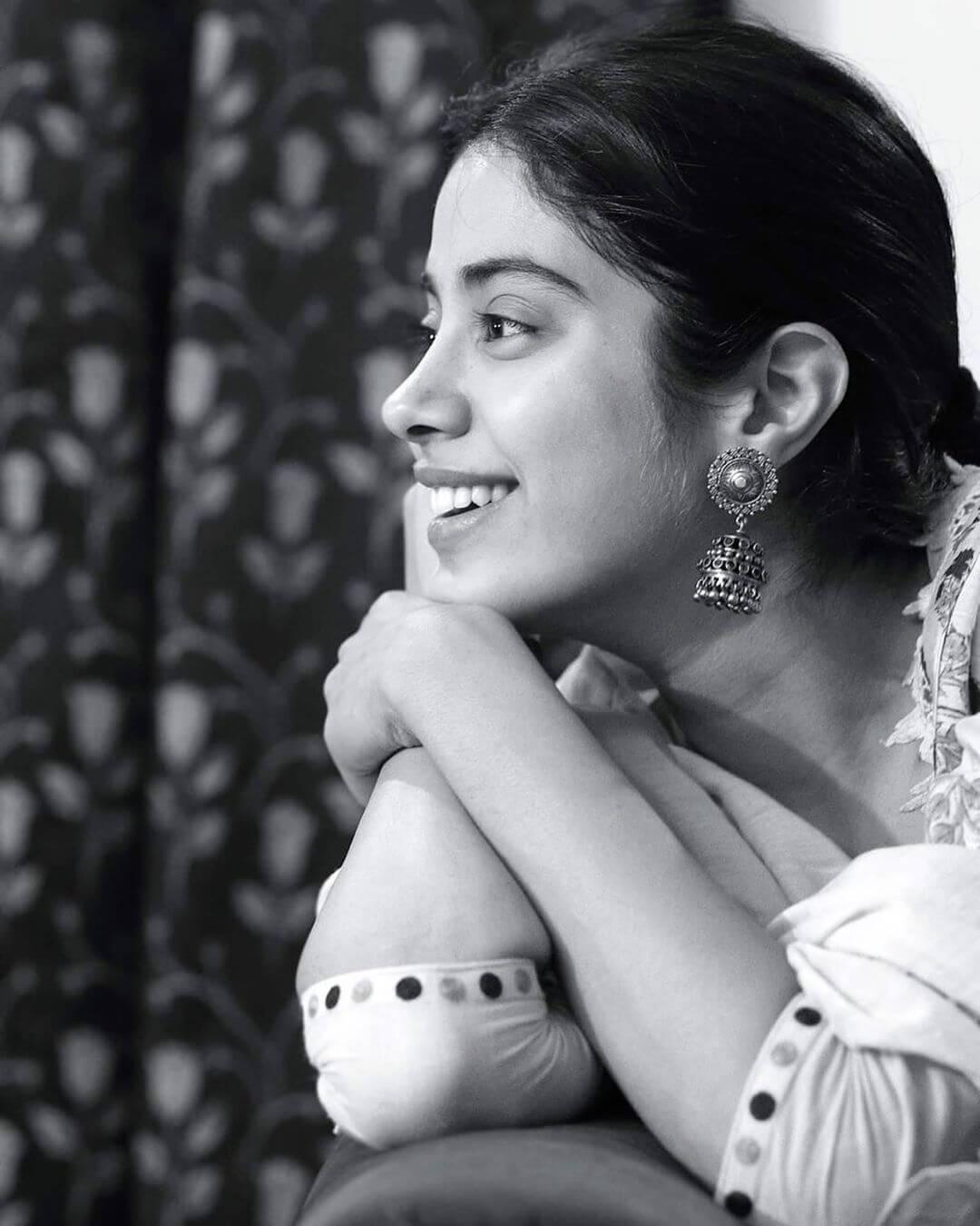 The silver Jhumkas Janhvi Kapoor's earrings