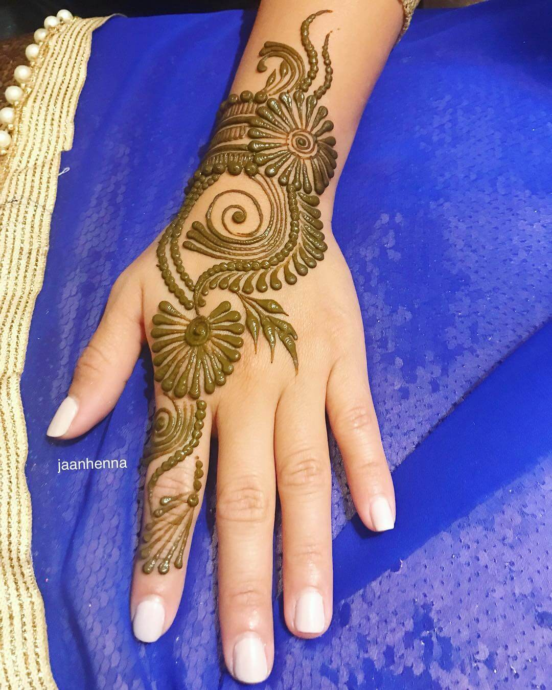 Paisley style Arabic Mehndi for Back Hand