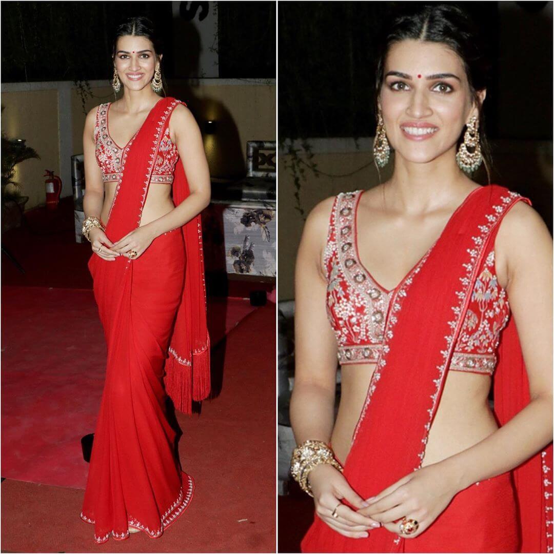 Plain georgette saree with designer blouse Plain Sarees with Designer Blouse Designs - Best from Bollywood