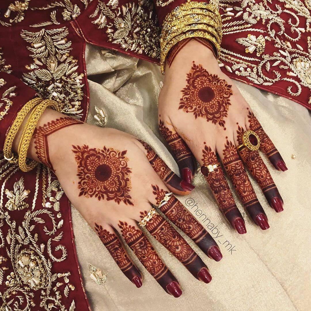 Unique design of mehndi art