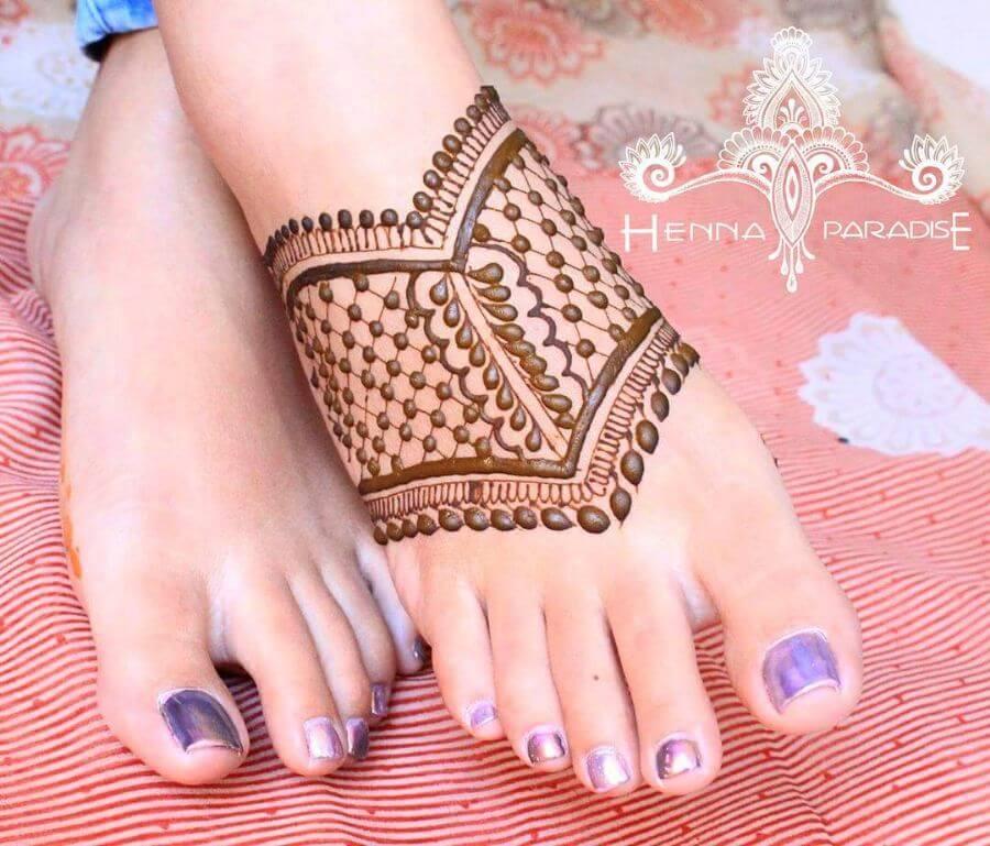 Simple Jaali style Feet Mehendi Designs