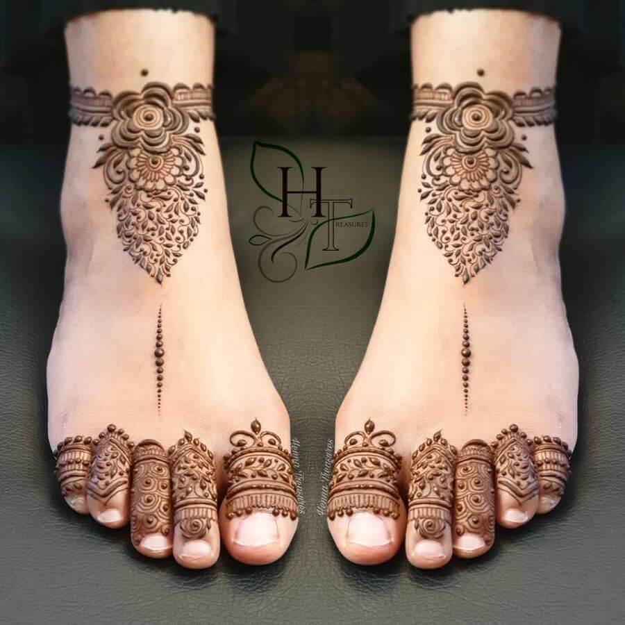 Simple Minimalistic Feet Mehndi Designs for Bride