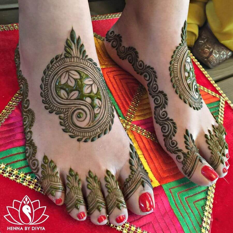Keri Mehndi design for bridal feet