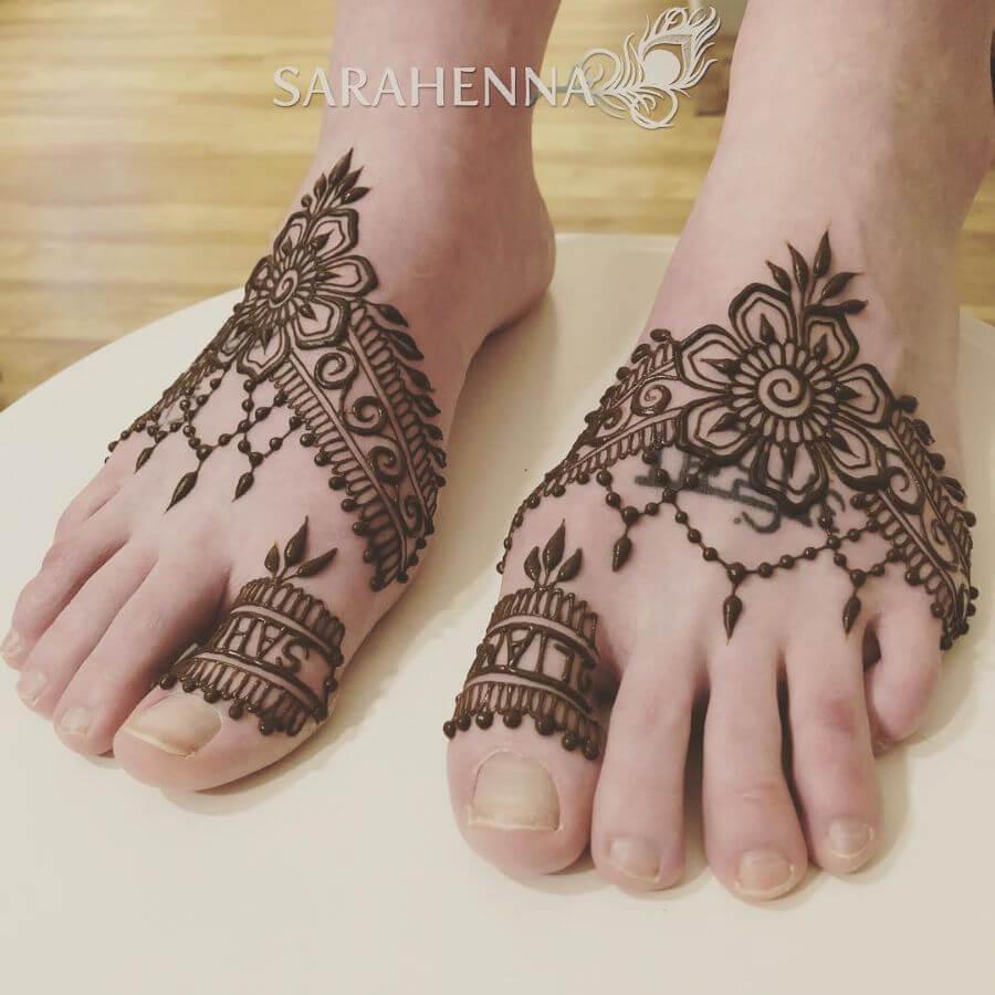 Name on Toe Mehndi Design