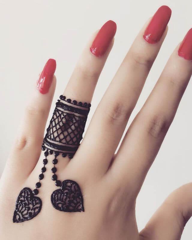 Ring finger mehndi art for Valentine Day